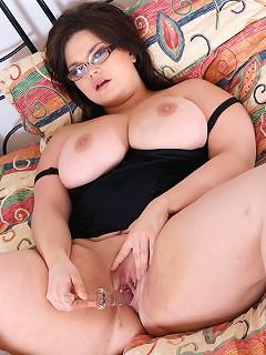 Theres melons fucking a large dildo before fucking her pussy