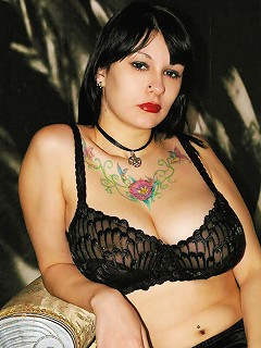 Stunning amateur model with firm huge mammaries